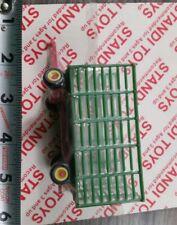 1/64 ertl farm toy green and red deere cih Plastic standi hay bale throw wagon