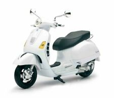 Vespa GTS 300 Super White Motorcycle 1/12 by New Ray
