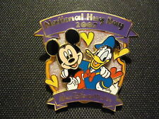 DISNEY WDW NATIONAL HUG DAY 2007 MICKEY MOUSE AND DONALD DUCK PIN LE 1500