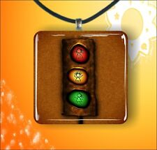 "TRAFFIC FUNNY LIGHTS DESIGN 1,3/8"" GLASS PENDANT NECKLACE -lko8Z"