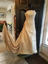 ZENITH BRIDAL WEDDING DRESS! Size 12 more like a size 8. Stunning color Rumkin.