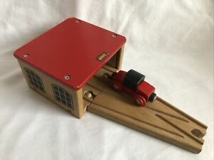 Brio Double Engine Shed & Switch for Thomas & Friends Wooden Railway Train Sets