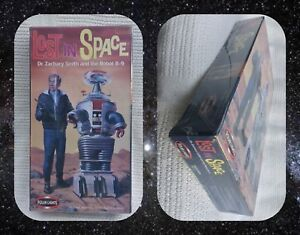 Model Kit - Polar Lights  Lost in Space  Dr. Smith & B9 Robot