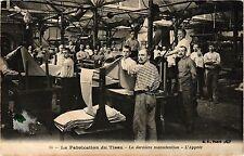 CPA La fabrication du tissu .- La derniere manutention  (190548)