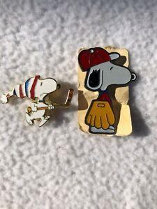 Vintage Aviva Snoopy Hockey & Baseball Glove Yellow United Feature AR110 Pins