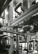 Photo Intérieur usine, industrie, tuyaux argentique époque années 1960