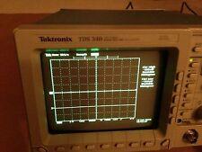 TEKTRONIX TDS340 Digital Oscilloscope 100MHz 2-ch 500 MS/s