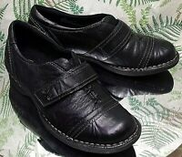 CLARKS BLACK LEATHER LOAFERS SLIP ONS BUSINESS DRESS SHOES WOMENS SZ 7 M