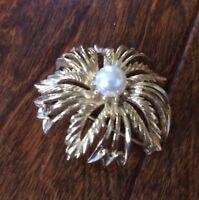 Gold tone faux pearl Vintage Rhinestone Scarf Lapel Bridal Bouquet Brooch Pin