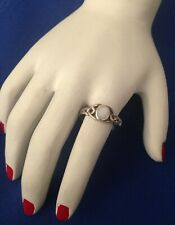 CELTIC STYLE VINTAGE STERLING SILVER RING WITH MOP - SIZE N (6.75)