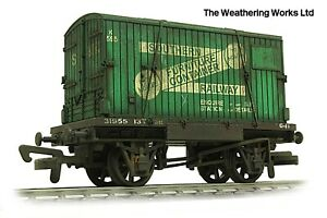 Dapol BR Conflat Flat Wagon + Container load *PRO WEATHERED LOOK
