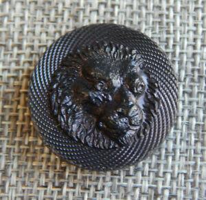 """Antique Vtg Pressed Horn Button Lion ~Aprx:1""""~#622-A"""
