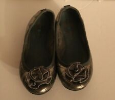 LINDSAY PHILLIPS Womens Ballet Flats Pewter Quilt Snap On Flower Size 6.5