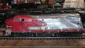 HO Train Wreck That Still Runs On Track Santa Fe Diesel Roco Austria ATSF AT&SF