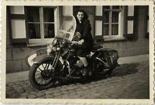 PHOTO ANCIENNE - VINTAGE SNAPSHOT - MOTO SIDE CAR MOTOCYCLETTE FEMME - MOTORBIKE