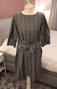 Grau Kariertes Kleid Von Zara Mit Tailliengürtel