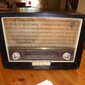 Philips Model B3663A valve radio