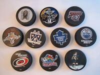 10 NHL HOCKEY PUCKS - VARIOUS TEAMS - 1999 STANLEY CUP, MAPLE LEAFS & MORE  BN-4