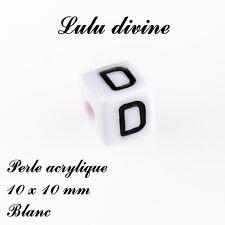 Perle acrylique alphabétique de 10 x 10 mm, Blanc : Lettre D (Lot de 10 perles)