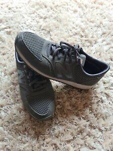 New balance 420 Size 8 Grey