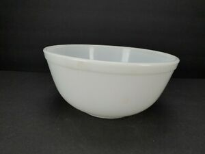 Vintage Pyrex 403 White Mixing Bowl 2.5qt Glass Ovenware Made in U.S.A. Opal