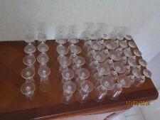 Service de verres en cristal d'Arques (47 verres à pied)