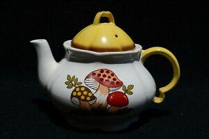 Hard to Find, VTG Merry Mushroom Teapot Sears, Roebuck 1978