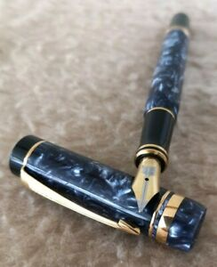 PARKER DUOFOLD International BLUE MARBLE DESIGN-Gold Plated 18K NIB Fountain Pen