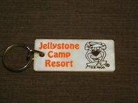 VINTAGE OLD CAR KEY CHAIN  PLASTIC YOGI BEAR JELLYSTONE CAMP RESORT