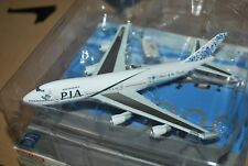 Dragon Wings 1:400 PIA Pakistan Boeing 747-200 AP-BAK Diecast Model Air-Plane