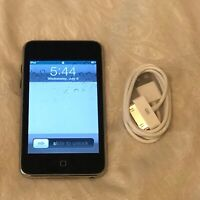 Apple iPod touch 2nd Generation Black (8 GB) Bundle Great Condition