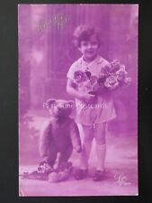 French Greeting LITTLE GIRL with TEDDY BEAR & BOUQUET OF ROSES Bonne Fete by Leo