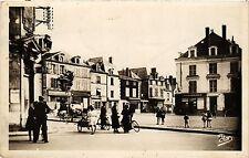 CPA  Thouars (Deux-Sévres) - Place Saint-Médard      (297478)