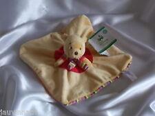 Doudou Winnie l'ours plat, jaune, rouge, écharpe rayée, Disney, Nicotoy