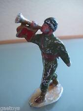 ALUDO Allié américain au défilé jouant du clairon