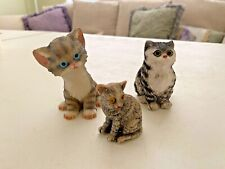 "lot of Three tabby cats, circa 1970, resin, perfect condition, Large: 3"" Medium"