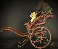 Ancienne XXe  charrette pour poupée ou poupon en bois , osier et fer forgé