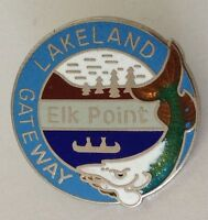 Lakeland Gateway Elk Point Alberta Whale Design Pin Badge Rare Souvenir (G9)