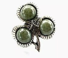 VINTAGE SILVER TONE & AGATE GLASS IRISH LUCKY SHAMROCK BROOCH