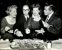 """I LOVE LUCY"" CBS TV SHOW 1955 PRESS PARTY - 8X10 PUBLICITY PHOTO (DD-089)"