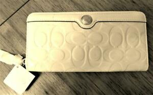 "Coach Zip Around Ivory Patent Leather Wallet 7 3/4"" x 4"" x 1""  NWT($218)"