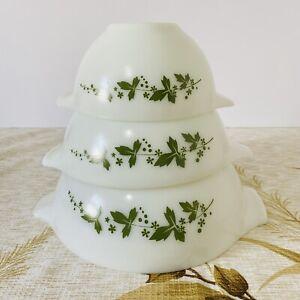 Vintage Set of 3 Pyrex Cinderella Mix n Pour Bowls Hawthorne 1960s Green Leaves