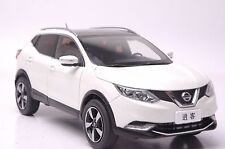 Nissan Qashqai 2015 SUV model in scale 1:18