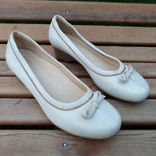 Clarks K Cream Leather Slip On Shoes Size EU 41 - UK 7
