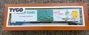 TYCO HO SCALE GREEN GIANT VEGETABLES 62' REEFER TRAIN BOXCAR 1970S