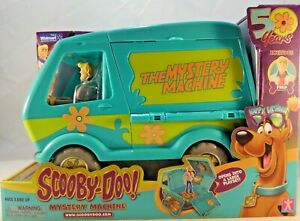 Scooby-Doo Mystery Machine & Fred Action Figure Exclusive 50 years NEW in Stock