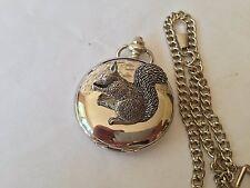 Reloj de bolsillo A35 Estuche De Ardilla sentados plata pulida para Hombre Regalo De Cuarzo Fob