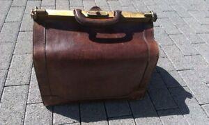 Alte Arzttasche Vintage Leder braun mit Messing Verschluss