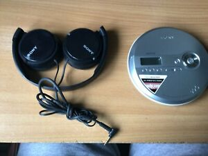 SONY D NE240 WALKMAN CD MP3 PLAYER WITH SONY FOLDING HEADBAND HEADPHONES