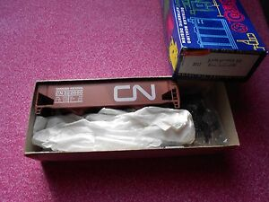 ROUNDHOUSE 40' 3-BAY HOPPER OFFSET SIDE  HO GAUGE CANADIAN NATIONAL NIB